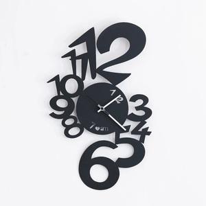 Orologio moderno Nero in Ferro Design Astratto Lupin vendita metoo-design roma marca Artiemestieri