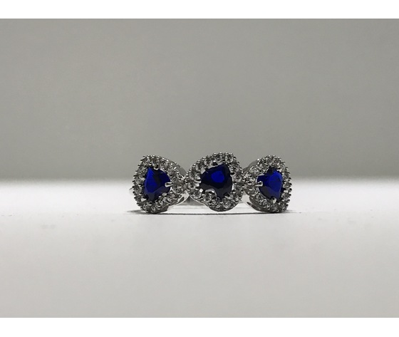 Anello trilogy oro 18Kt con zirconi a forma di cuore colore zaffiro blu