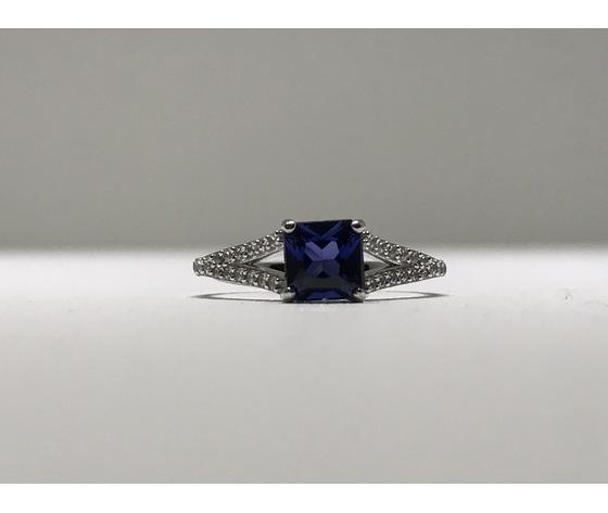Anello solitario oro 18Kt con zircone taglio princess colore blu