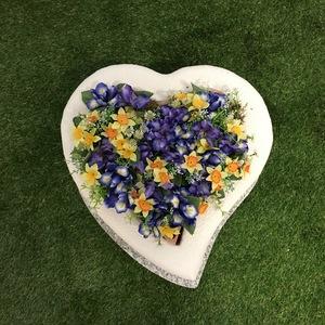 Cuore con fioriera urna incorporata a terra