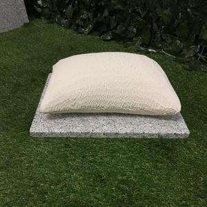 Cuscino micio a terra urna incorporata