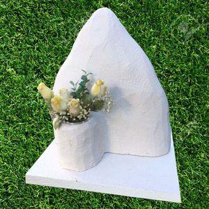 Lapide per animali - Montagna con vaso fiori per urne