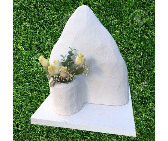 Montagna con vaso fiori per urne
