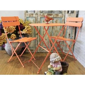 Completo tavolo e 2 sedie per arredo giardino in ferro colore arancio - 60x70 cm