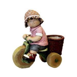 Gnomo bimba con triciclo