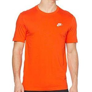 T-Shirt Nike Essential Sportswear Club Maglietta arancione scuro logo bianco art. AR4997 891