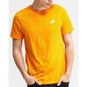 T-Shirt Nike Essential Sportswear Club Maglietta arancione chiaro logo bianco art. AR4997 833