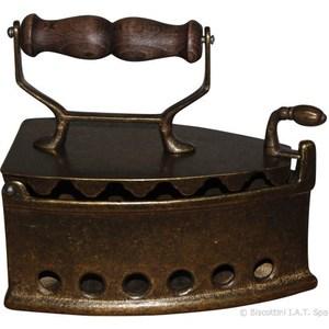 Ferro da stiro in ottone brunito anticato manico in legno