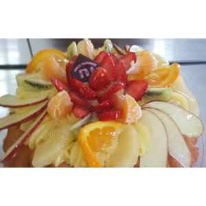 Babà torta con frutta fresca