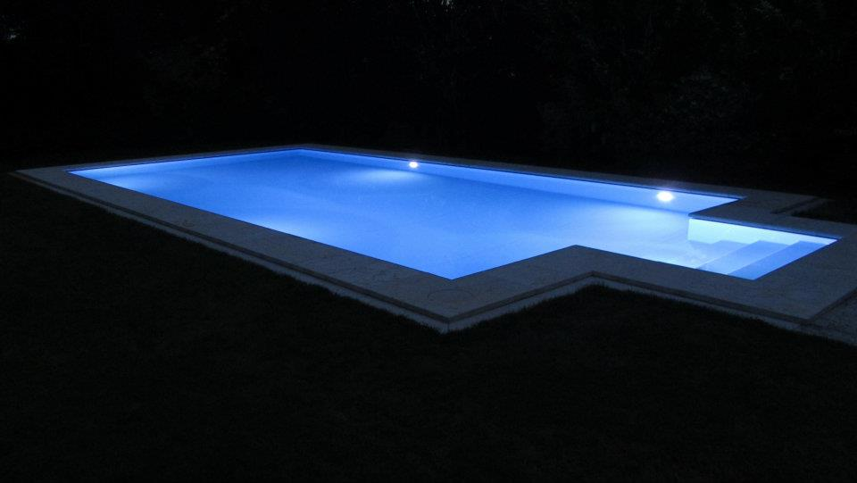 Faro a led per piscina magic garden