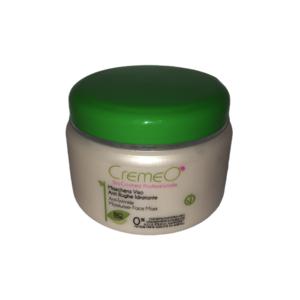 Maschera viso Anti Rughe Idratante Bio Cosmesi CREMEO': Morbida e piacevolmente massaggiabile questa maschera, formulata con principi attivi dalle spiccate capacità idratanti e nutrienti, è un complemento insostituibile nel trattamento della pelle matura. Stimola la microcircolazione dei tessuti, conferendo così un particolare splendore alla pelle che riacquista tono, luminosità e compattezza. Modo d'uso: applicare uno strato abbondante di maschera sulla pelle perfettamente detersa, lasciare in posa 20/30 minuti e rimuovere con acqua tiepida. ml 500 INCI Componenti – Ingredients: Aqua, Ethylhexyl palmitate, Glyceryl stearate SE, Titanium dioxide, Cetearyl alcohol, Glycerin, Glycine soja oil, Stearic acid, Hydrolyzed wheat protein, Sodium hyaluronate, Parfum, Sodium dehydroacetate, Tocopherol, Tetrasodium glutamate diacetate, Citric acid.