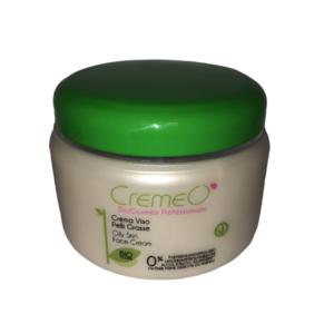 Crema Viso Pelli Grasse Bio Cosmesi CREMEO':    Crema viso indicata per le pelli miste e tendenti ad un'eccessiva formazione di sebo. Le particolari proprietà degli ingredienti naturali in essa contenuti come l'estratto di Amamelide, le Ciclodestrine e la Vitamina A, aiutano a ripristinare il normale equilibrio della cute e la secrezione di sebo. Ha un'elevata azione anti-ossidante, disinfettante, anti-batterica, cicatrizzante, che, unita ad una specifica miscela di attivi naturali di origine marina, opacizza dove serve, reidrata e armonizza il viso, per una pelle equilibrata, pura, morbida e setosa. Ottima come crema di mantenimento dei trattamenti professionali e per attenuare segni e cicatrici da acne. Modo d'uso: stendere un velo di crema su viso e collo, massaggiando dolcemente fino a completo assorbimento. ml 500 INCI Componenti – Ingredients: Aqua, Ethylhexyl palmitate, Glyceryl stearate SE, Cetearyl alcohol, Stearic acid, Glycine soja oil, Glycerin, Pseudoalteromonas ferment extract, Hydroxypropyl cyclodextrin, Hamamelis virginiana bark/leaf extract (Estratto Biologico – Organic Extract)*, Retinyl palmitate, Helianthus annuus seed oil, Prunus amygdalus dulcis oil, Salicylic acid, Arctium lappa seed oil, Sodium dehydroacetate, Xanthan gum, Parfum, Citric acid, Tetrasodium glutamate diacetate, Tocopherol.