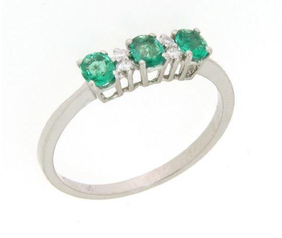 Clesi Gioielli Anello Trilogy con Smeraldi 0.94 ct e Diamanti 0.08 ct