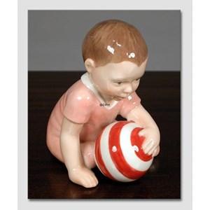 Royal Copenhagen neonata seduta con palla