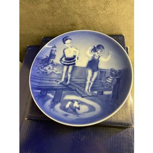 """Royal Copenhagen Young Adventures """"The first Jump"""" Plate 2002"""