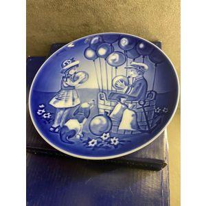"""Royal Copenhagen Young Adventures """"Balloon Ride"""" Plate 2003"""