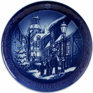 "Royal Copenhagen 1996 Christmas Plate / Piatto Natale 1996 ""The street lamps"""