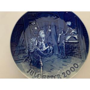 """Royal Copenhagen / Bing & Grondahl """"Christmas Plate"""" 2000"""