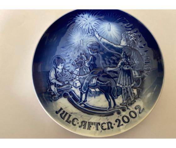 """Royal Copenhagen / Bing & Grondahl """"Christmas Plate"""" 2002"""