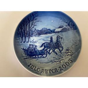 "Royal Copenhagen / Bing and Grondahl ""Christmas Plate"" 2005"