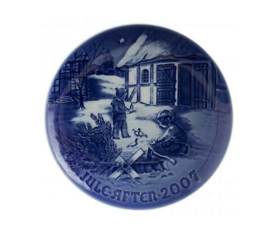 "Royal Copenhagen / Bing and Grondahl ""Christmas Plate"" 2007"