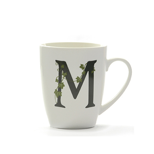 Mug lettera 'M' atupertu