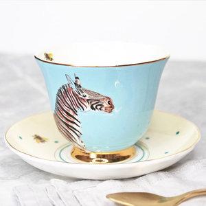 Tazza da tè con piattino zebra e pappagallo