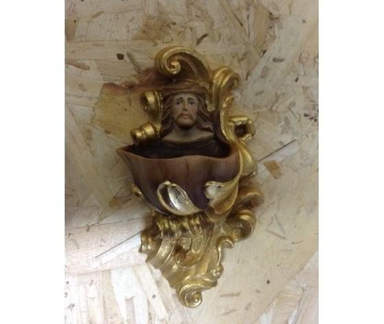 Acquasantiera legno Cristo