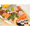 Ss92.barca sushi per 2 persone 35 pezzi con sushi sashimi e nigiri uramaki hosomaki misto
