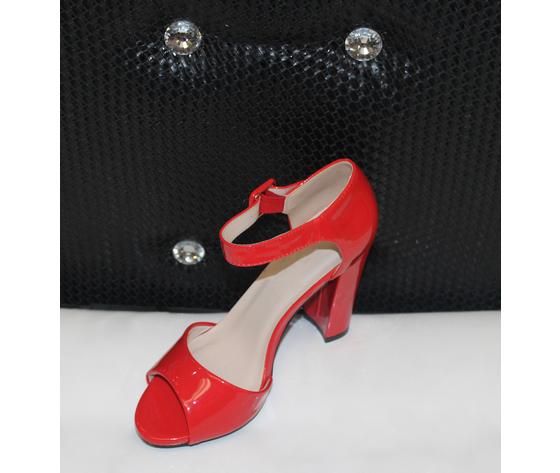 Scarpe eleganti lucide
