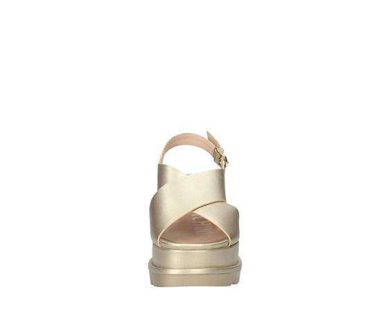 Sandalo con zeppone platino fascia ad incrocio con cinturino luciano barachini art. ee102p 1
