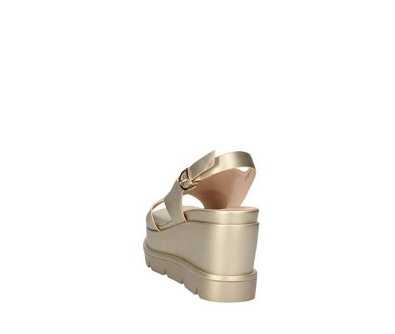 Sandalo con zeppone platino fascia ad incrocio con cinturino luciano barachini art. ee102p 3