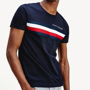 T-Shirt Uomo Blu Tommy Hilfiger Desert Sky Global Stripe Strisce Orizzontali Bianco e Rosso Cotone Bio art. MW0MW14337 DW5