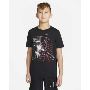 T- Shirt Ragazzi Jordan Short Sleeve Graphic Nera con Logo Jordan Art. 95A435 023