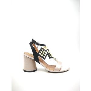 Sandalo 06 Milano Colore Nudo Nero Tacco basso con borchie sottopiede in vera pelle art. SA0637 NU