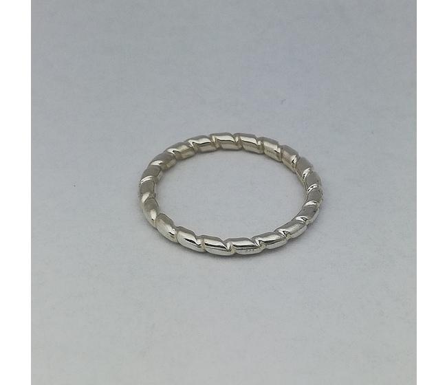 Anello in argento modello tondino con scanalatura