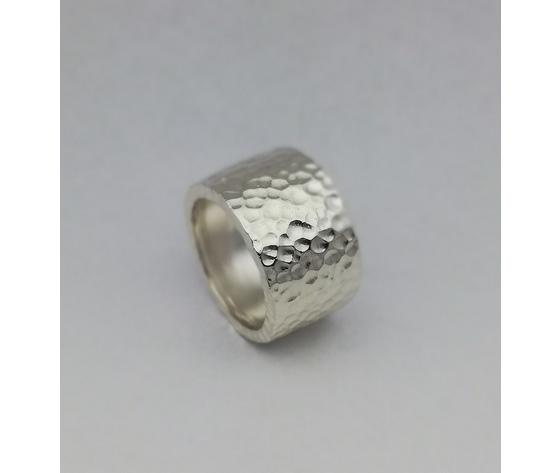 Anello in argento modello fascione martellato