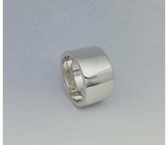 Anello in argento modello fascione liscio