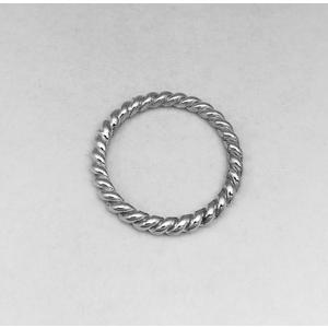 Anello in argento modello filo ritorto