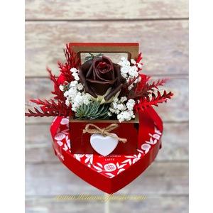 Rosa al cioccolato e cioccolatini 23,00€
