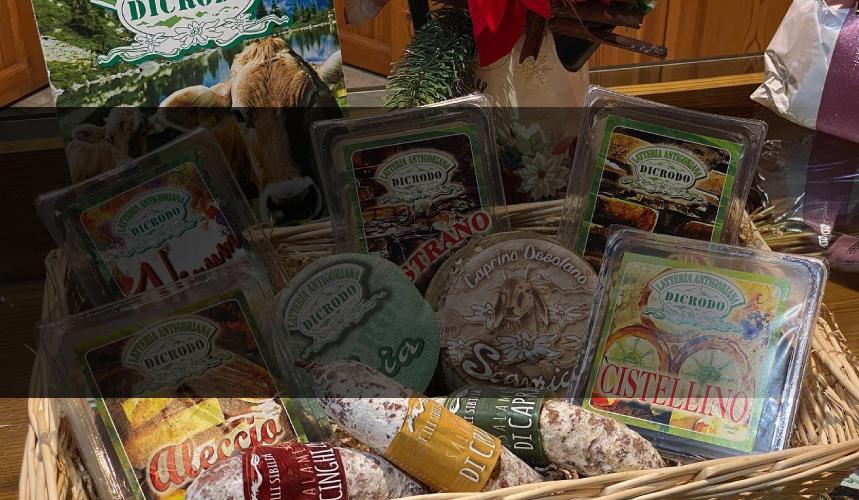 Prodotti tipici ossolani latteria dicrodo cesto natale formaggio