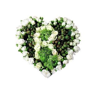 Flower box grande a forma di cuore con lettera decorata