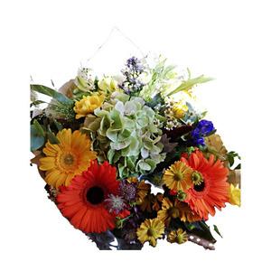 Bouquet colorato con fiori di stagione