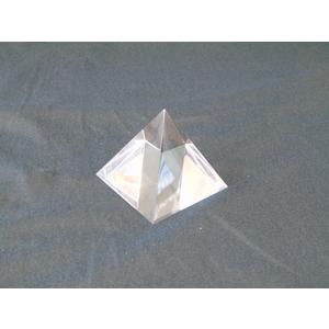 Piramide in plexiglas trasparente