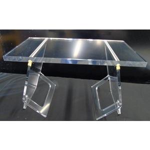 Tavolo con gambe inclinate