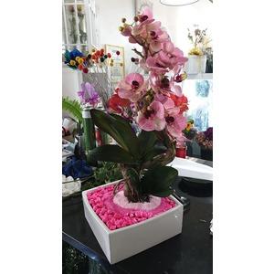 Vaso in ceramica con orchidea finta