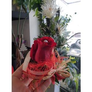 Cuore piccolo con rosa rossa