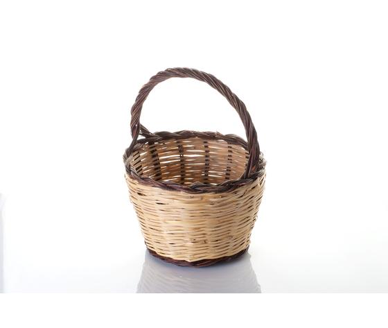 Paniere realizzato in vimini spesso e resistente di forma rotonda  ha un diametro di 30 cm ed un'altezza di 20 cm.