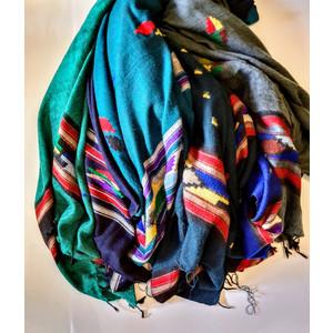 Sciarpe in lana di yak con motivi Navajo