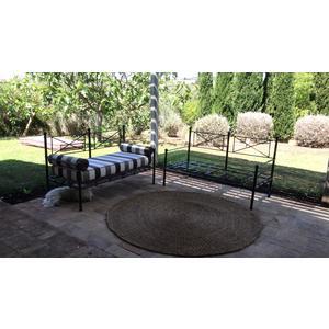 Telaio artigianale di poltrona da giardino in ferro battuto